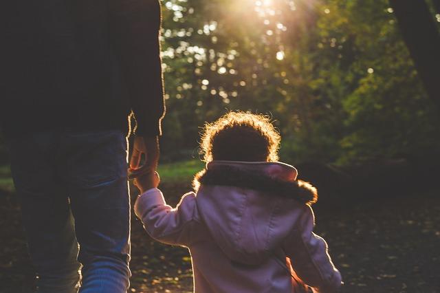 La Importancia de no juzgar a nuestros padres según la biblia