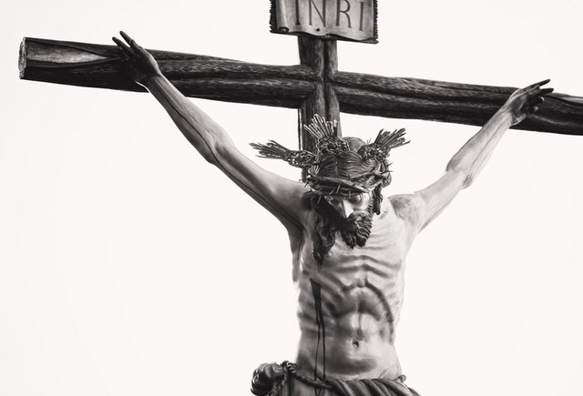 La justificación según Dios viene a través de Jesucristo.